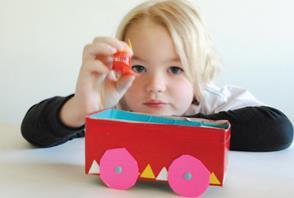 Hacer juguetes de material reciclado